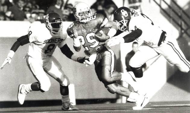 Oklahoma State receiver Brent Parker, center, had three catches for 33 yards against Oklahoma in the 1988 Bedlam game.  Photo by Paul Hellstern, the oklahoman archive