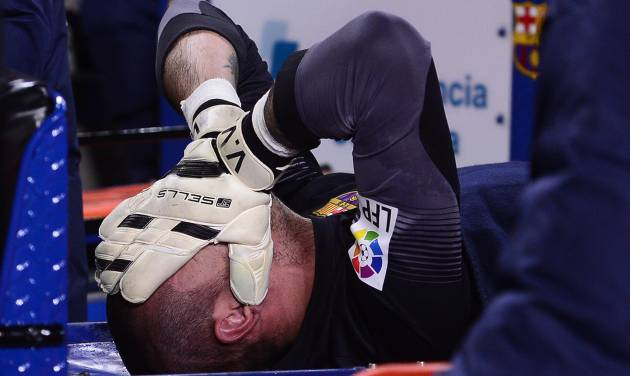 FC Barcelona's goalkeeper Victor Valdes reacts after being injured during a Spanish La Liga soccer match against Celta Vigo at the Camp Nou stadium in Barcelona, Spain, Wednesday, March 26, 2014. (AP Photo/Manu Fernandez)