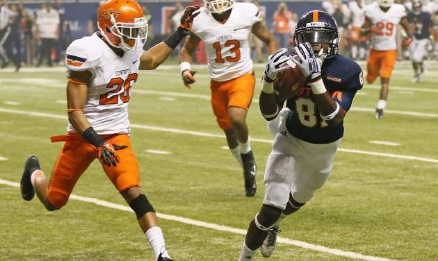 UTSA's Kenny Bias (81) makes a touchdown catch in front of OSU's Tyler Patmon (26) and Jordan Sterns (13) in the fourth quarter during a college football game between the University of Texas at San Antonio Roadrunners (UTSA) and the Oklahoma State University Cowboys (OSU) at the Alamodome in San Antonio, Saturday, Sept. 7, 2013. OSU won, 56-35. Photo by Nate Billings, The Oklahoman