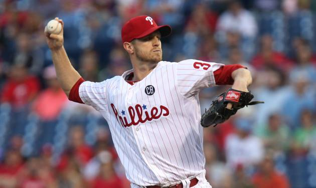 Philadelphia Phillies pitcher Kyle Kendrick throws in the first inning of a baseball game against the St Louis Cardinals, Friday, Aug. 22, 2014, in Philadelphia. (AP Photo/Laurence Kesterson)