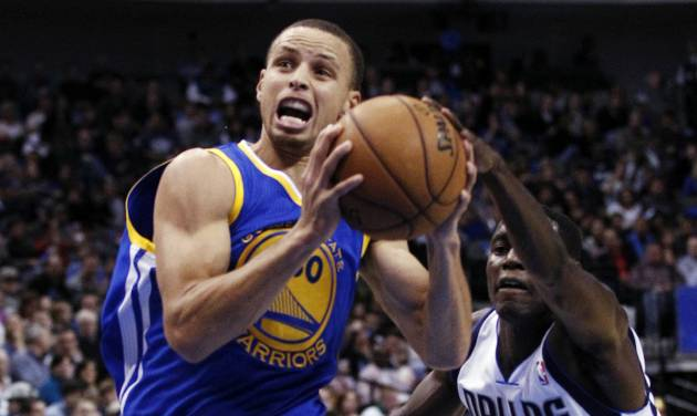 Golden State Warriors shooting guard Stephen Curry (30) drives to the basket as Dallas Mavericks' Darren Collison (4) defends in the first half of an NBA basketball game, Monday, Nov. 19, 2012, in Dallas. (AP Photo/Tony Gutierrez)