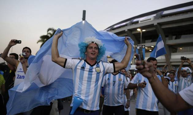 Argentina fans wave their nation's flag and cheer as their team's bus arrives carrying the players to Maracana Stadium for their World Cup soccer match with Bosnia in Rio de Janeiro, Brazil, Sunday, June 15, 2014. (AP Photo/Matt Dunham)