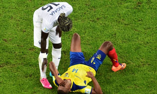 Ecuador's Osvaldo Minda, right, is attended by France's Bacary Sagna during the group E World Cup soccer match between Ecuador and France at the Maracana Stadium in Rio de Janeiro, Brazil, Wednesday, June 25, 2014. (AP Photo/Francois Xavier Marit, pool)