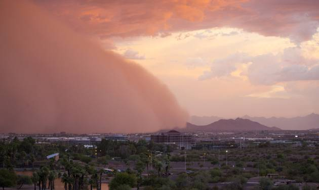A dust storm moves through Phoenix, Thursday, July 3, 2014. (AP Photo/The Arizona Republic, Patrick Breen)  MARICOPA COUNTY OUT; MAGS OUT; NO SALES