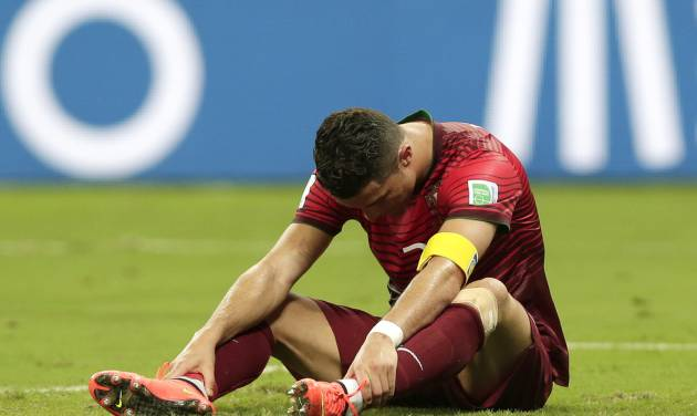 Portugal's Cristiano Ronaldo bows his head as he reacts to a play during the group G World Cup soccer match between the United States and Portugal at the Arena da Amazonia in Manaus, Brazil, Sunday, June 22, 2014. (AP Photo/Marcio Jose Sanchez)