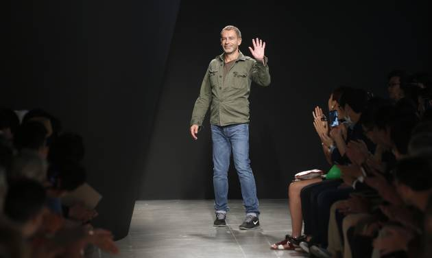 German designer Tomas Maier acknowledges the applause at the end of the presentation of the Bottega Veneta men's Spring-Summer 2015 collection, part of the Milan Fashion Week, unveiled in Milan, Italy, Sunday, June 22, 2014. (AP Photo/Luca Bruno)