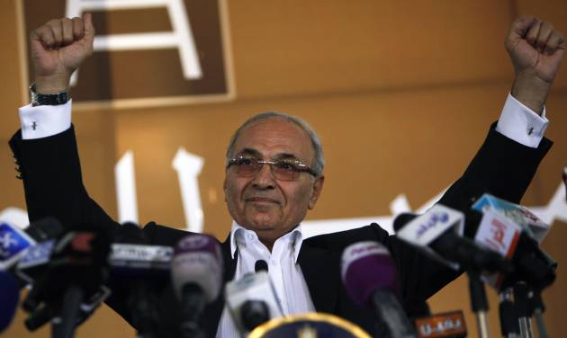 Egyptian presidential candidate Ahmed Shafiq addresses his supporters during an election rally in Cairo, Egypt, Thursday, June 14, 2012. Judges appointed by Hosni Mubarak dissolved the Islamist-dominated parliament on Thursday and ruled that Mubarak's former prime minister can stand in the presidential runoff this weekend _ derailing Egypt's transition to democracy and setting the stage for the military and remnants of the old regime to stay in power. (AP Photo/Nasser Nasser)