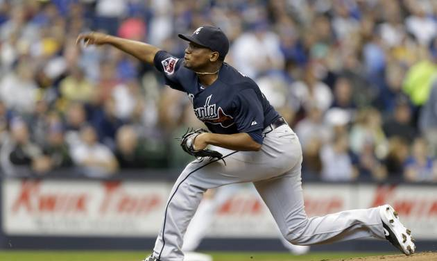 Atlanta Braves starting pitcher Julio Teheran throws to the Milwaukee Brewers in the first inning of an opening day baseball game Monday, March 31, 2014, in Milwaukee. (AP Photo/Jeffrey Phelps)