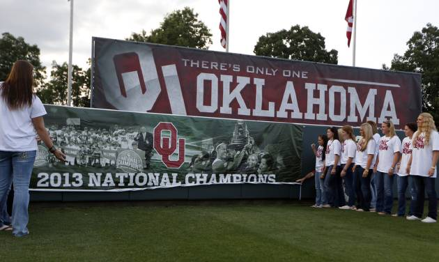 Oklahoma celebrate their Women's College World Series title in Norman, Okla.,Friday, June 7, 2013. Photo by Sarah Phipps, The Oklahoman