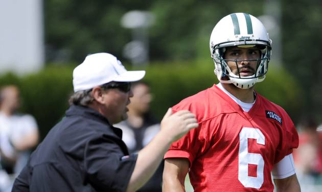 New York Jets quarterback Mark Sanchez (6) looks on as offensive coordinator Marty Mornhinweg talks  during NFL football practice Wednesday, June 5, 2013, in Florham Park, N.J. (AP Photo/Bill Kostroun)