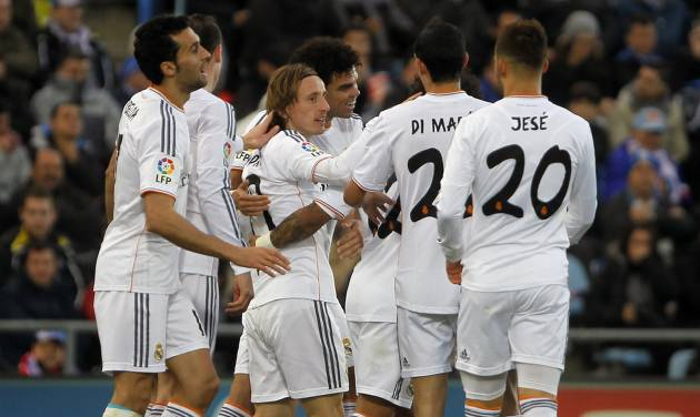 Real's Luka Modric, 3rd left, celebrates his goal with teammates during a Spanish La Liga soccer match between Real Madrid and Getafe at the Coliseum Alfonso Perez stadium in Madrid, Spain, Sunday, Feb. 16, 2014. (AP Photo / Gabriel Pecot)