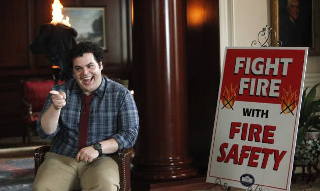 "This undated publicity photo released by NBC shows Josh Gad as Skip in a scene from ""Putting Out Fires"" in NBC's new show, ""1600 Penn."" The comedy set in the White House stars Josh Gad, Bill Pullman and Jenna Elfman. It airs 9:30 p.m. EST Thursday on NBC. (AP Photo/NBC, Jordin Althaus)"