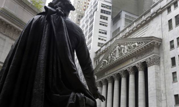 Wall Street wavers ahead of Fed meet, Apple earnings
