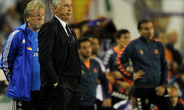 Real Madrid's manager Carlo Ancelotti reacts,  during a Spanish La Liga soccer match against Real Valladolid,  at the Jose Zorrilla stadium in Valladolid, Spain, Saturday March 8, 2014. (AP Photo/Israel L. Murillo)