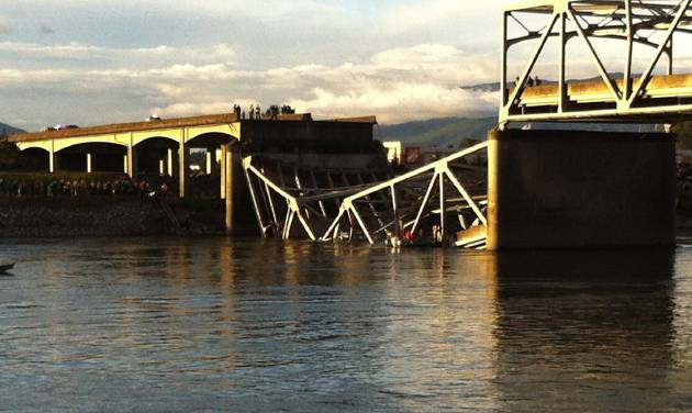 People look on after the Interstate 5 bridge collapsed over the Skagit River in Mount Vernon, Wash., Thursday, May 23, 2013. (AP Photo/The Seattle Times, Rick Lund)  TV OUT; USA TODAY OUT; MAGS OUT; NO SALES; SEATTLEPI.COM OUT; MANDATORY CREDIT