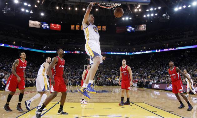 Golden State Warriors' David Lee, center, dunks against the Los Angeles Clippers during the second half of an NBA basketball game on Thursday, Jan. 30, 2014, in Oakland, Calif. Golden State won 111-92. (AP Photo)