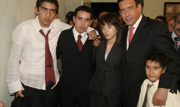 In this Oct. 15, 2007 photo, Jose Eduardo Moreira Rodriguez, second from left, poses for photographers with his father, Humberto Moreira, second from right, and other unidentified siblings in Saltillo, Mexico. Moreira Rodriguez, son of an embattled former Mexican governor and political party leader, was found shot to death Wednesday, Oct. 3, 2012. A relative of Humberto Moreira, who was president of the Institutional Revolutionary Party and governor of Coahuila state, says the body of Humberto Moreira son was found Wednesday night in a rural area near Ciudad Acuna, across the border from Del Rio, Texas. (AP Photo/Alberto Puente)