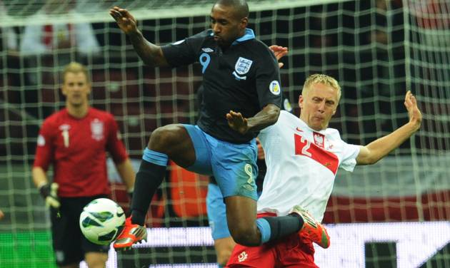 England's Danny Welbeck challenges for the ball with Poland's Kamil Glik , right, during their World Cup Group H qualifying soccer match at the National Stadium in Warsaw, Poland, Wednesday, Oct. 17, 2012. (AP Photo/Alik Keplicz)