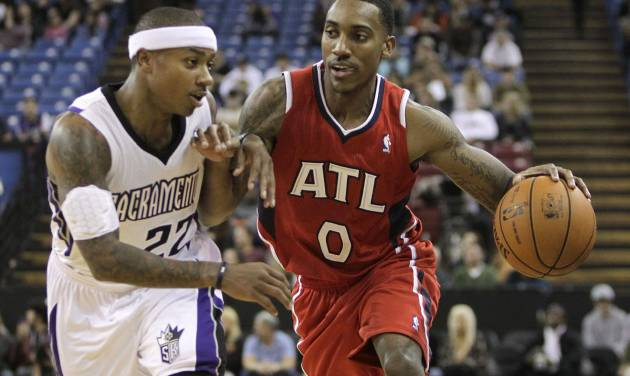 Atlanta Hawks guard Jeff Teague, right, tries to drive against Sacramento Kings guard Isaiah Thomas during the first half of an NBA basketball game in Sacramento, Calif., Friday, Nov. 16, 2012. (AP Photo/Rich Pedroncelli)