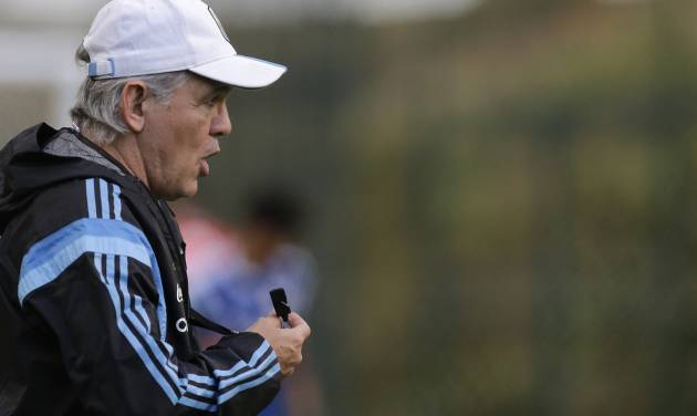 Argentina's head coach Alejandro Sabella speaks to players during a training session in Vespesiano, near Belo Horizonte, Brazil, Thursday, July 10, 2014. On Sunday, Argentina faces Germany for the World Cup final soccer match in Rio de Janeiro. (AP Photo/Victor R. Caivano)