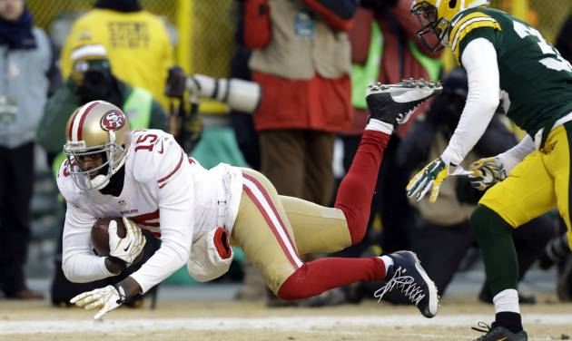 San Francisco 49ers wide receiver Michael Crabtree (15) makes a reception against Green Bay Packers cornerback Micah Hyde (33) during the first half of an NFL wild-card playoff football game, Sunday, Jan. 5, 2014, in Green Bay, Wis. (AP Photo/Mike Roemer)