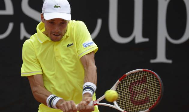 Spain's Roberto Bautista Agut  returns a ball to  Fabio Fognini  from Italy during their semifinal match of the Mercedes Cup ATP tennis tournament, in Stuttgart, Germany, Saturday July 12, 2014.  (AP Photo/dpa,Daniel Maurer)