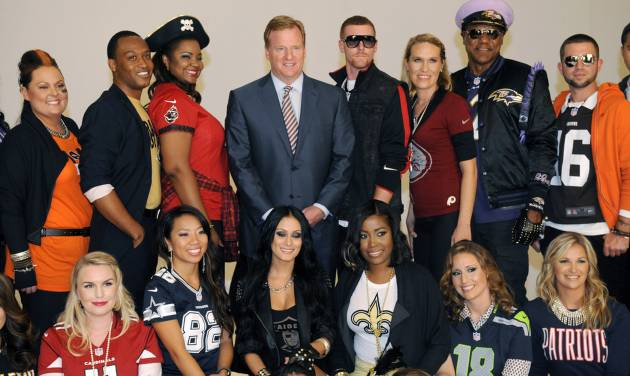 Commissioner Roger Goodell, center, is surrounded by one fan from each of the league's 32 teams who were chosen to take part in the NFL's Back to Football Photo Day, Tuesday, Sept. 4, 2012, in New York. (AP Photo/Henny Ray Abrams)