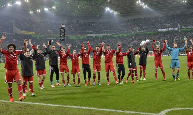The Bayern team celebrate after winning the German Bundesliga soccer match between Borussia Moenchengladbach and Bayern Munich in Moenchengladbach, Germany, Friday, Jan. 24, 2014. Bayern defeated Moenchengladbach with 2-0. (AP Photo/Martin Meissner)