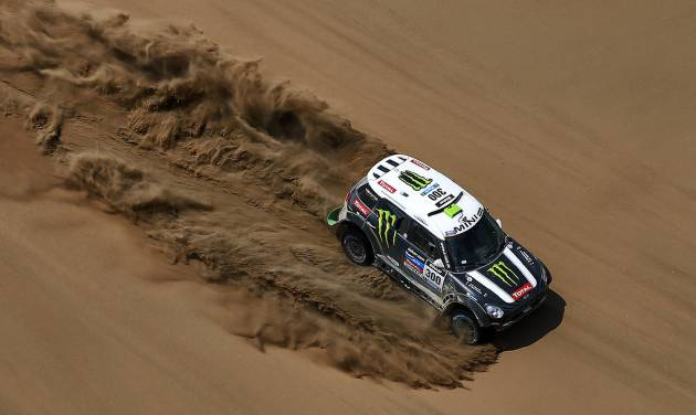 Mini driver Stephane Peterhansel and co-pilot Jean Paul Cottret, both of France, race through the dunes during the twelfth stage of the Dakar Rally between the cities of El Salvador and La Serena, Chile, Friday, Jan. 17, 2014. (AP Photo/Frederic Le Floch, Pool)