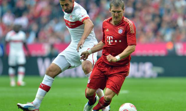 Bayern's Bastian Schweinsteiger, right, and Stuttgart's Vedad Ibisevic of Bosnia-Herzegovina challenge for the ball during the German first division Bundesliga soccer match between FC Bayern Munich and VFB Stuttgart, in Munich, Germany, Sunday, Sept. 2, 2012. (AP Photo/Kerstin Joensson) - NO MOBILE USE UNTIL 2 HOURS AFTER THE MATCH, WEBSITE USERS ARE OBLIGED TO COMPLY WITH DFL-RESTRICTIONS, SEE INSTRUCTIONS FOR DETAILS -