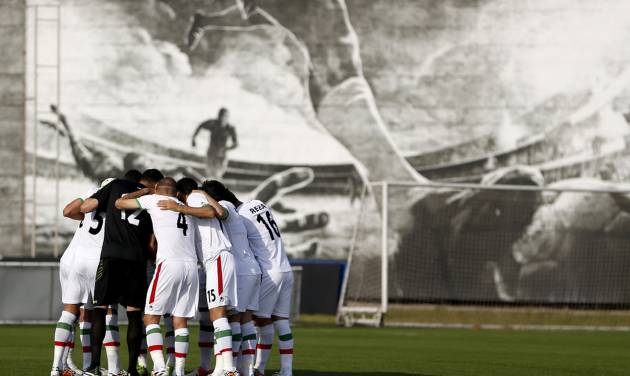 Iran's national soccer team players huddle before the start of an international soccer friendly against Trinidad and Tobago at the Corinthians soccer team training center Sao Paulo, Brazil, on Sunday, June 8, 2014. Iran will play in group F of the 2014 soccer World Cup. (AP Photo/Julio Cortez)