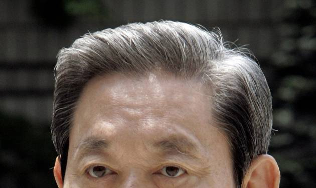 FILE - In this July 10, 2008 file photo, Samsung Electronics Chairman Lee Kun-hee arrives for his trial in Seoul, South Korea. Lee has kept his fortune and control of the Samsung conglomerate after a South Korean court ruled against his older brother in an inheritance battle on Friday, Feb. 1, 2013. (AP Photo/Lee Jin-man, File)