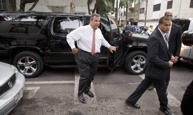 New Jersey Gov. Chris Christie is accompanied by a security detail as he arrives to have lunch at Tacos El Caminero in Mexico City, Thursday, Sept. 4, 2014. The potential 2016 U.S. presidential contender has called his three-day trade mission to Mexico a learning opportunity. (AP Photo/Rebecca Blackwell)