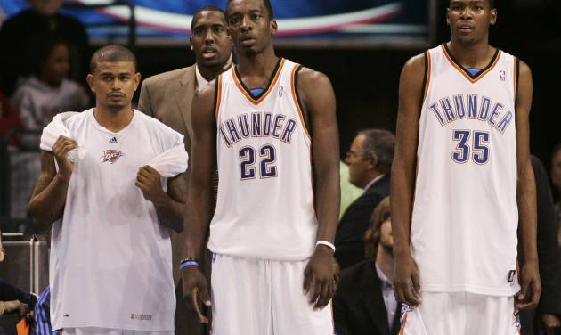 L.A. CLIPPERS: Oklahoma City Thunder players, from left, Earl Watson, D.J. White, Jeff Green, and Kevin Durant watch from the bench area in the final minute of an NBA basketball game against the Los Angeles Clippers in Oklahoma City, Wednesday, Nov. 19, 2008. Los Angeles won the game 108-88. (AP Photo/Sue Ogrocki) ORG XMIT: OKSO107