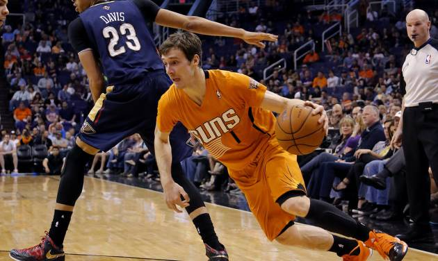 Phoenix Suns' Goran Dragic (1), of Slovenia, drives past New Orleans Pelicans' Anthony Davis during the second half of an NBA basketball game, Friday, Feb. 28, 2014, in Phoenix. The Suns won 116-104.(AP Photo/Matt York)