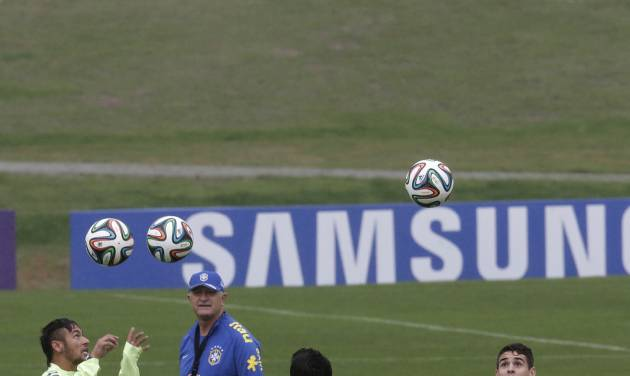 Brazil's soccer coach Luiz Felipe Scolari, top left, watches his players, including Neymar, left, practice at the Granja Comary training center in Teresopolis, Brazil, Wednesday, May 28, 2014. Brazil will host the World Cup soccer tournament that starts in June. (AP Photo/Hassan Ammar)