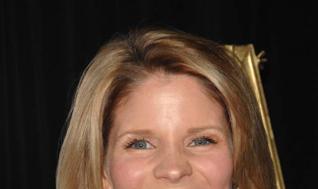 """FILE - In this Feb. 23, 2009 file photo, Kelli O'Hara attends the """"Defying Inequality"""" Broadway concert, a celebrity benefit for equal rights, in New York. O'Hara will star opposite Matthew Broderick in the new musical comedy """"Nice Work if You Can Get it,"""" opening on Broadway in April. (AP Photo/Peter Kramer, file)"""