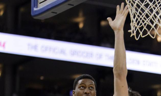 Memphis Grizzlies' Rudy Gay (22) drives for a shot against Golden State Warriors' Andrew Bogut during the first half of an NBA basketball game Friday, Nov. 2, 2012, in Oakland, Calif. (AP Photo/Ben Margot)