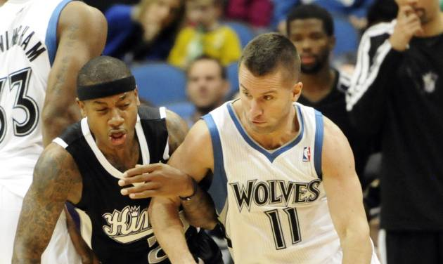 Sacramento Kings' Isaiah Thomas, left, hooks the arm of J.J. Barea, right, in the second half of an NBA basketball game Friday, Nov. 2, 2012 in Minneapolis. Barea led the Timberwolves with 21 points in their 92-80 win. Thomas led the Kings with 20 points. (AP Photo/Jim Mone)