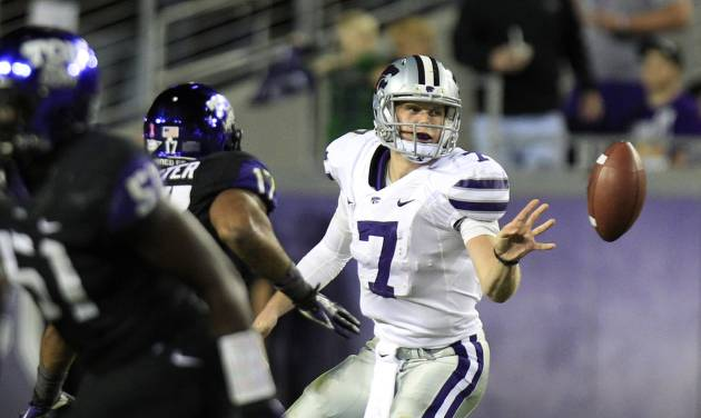 Kansas State quarterback Collin Klein (7) pitches out a shovel pass during the second half of an NCAA college football game against the TCU, Saturday, Nov. 10, 2012, in Fort Worth, Texas. (AP Photo/LM Otero)