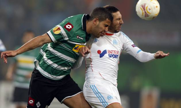 Moenchengladbach's Tony Jantschke, left, and Marseille's Morgan Amalfitano challenge for the ball during the Europa League Group C soccer match between Borussia Moenchengladbach and Olympique de Marseille in Moenchengladbach, Germany Thursday, Oct. 25, 2012 . (AP Photo/Frank Augstein)