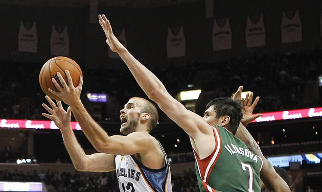 Memphis Grizzlies guard Nick Calathes (12) drives to the basket against Milwaukee Bucks forward Ersan Ilyasova (7), of Turkey, in the second half of an NBA basketball game on Saturday, Feb. 1, 2014, in Memphis, Tenn. The Grizzlies won 99-90. (AP Photo/Lance Murphey)