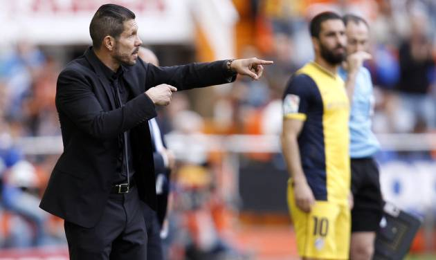 Atletico's de Madrid coach Diego Simeone from Argentina gestures to players  during a Spanish La Liga soccer match against Valencia at the Mestalla stadium in Valencia, Spain, on Sunday, April 27, 2014. (AP Photo/Alberto Saiz)