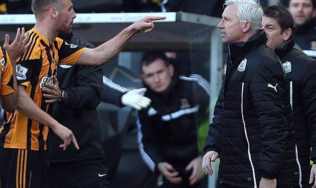 Newcastle United's manager Alan Pardew,  right,  and Hull City's David Meyler, left, confront each other during the during the English Premier League match at the KC Stadium, Hull England Saturday March 1, 2014. (AP Photo/Lynne Cameron/PA)  UNITED KINGDOM OUT