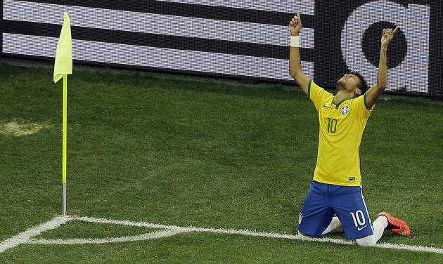 Brazil's Neymar celebrates scoring his side's 2nd goal during the group A World Cup soccer match between Brazil and Croatia, the opening game of the tournament, in the Itaquerao Stadium in Sao Paulo, Brazil, Thursday, June 12, 2014. (AP Photo/Thanassis Stavrakis)