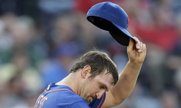 New York Mets starting pitcher Jonathon Niese wipes his face after allowing a run in the third inning of a baseball game against the Atlanta Braves, Thursday, June 20, 2013, in Atlanta. (AP Photo/John Bazemore)