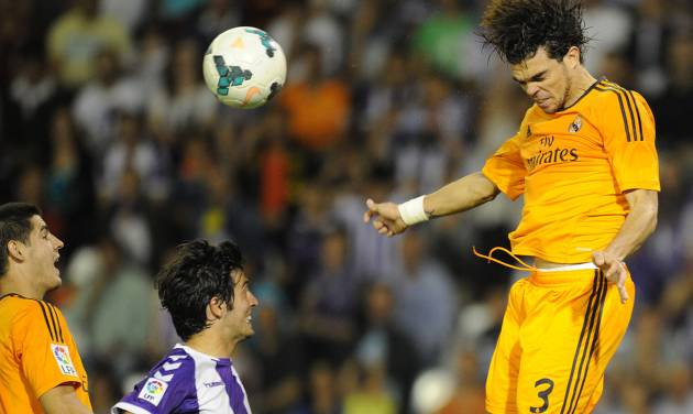 Real Madrid's Portuguese defender Pepe, right,  jumps for the ball during a Spanish La Liga soccer match against Real Valladolid,  at the Jose Zorrilla stadium in Valladolid, Spain, Wednesday, May 7, 2014. (AP Photo/Israel L. Murillo)