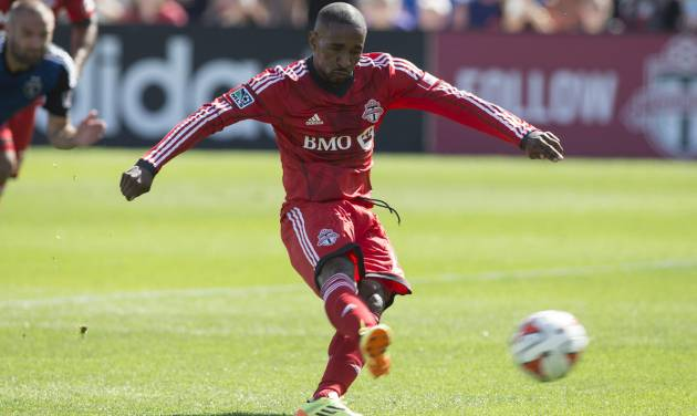 Toronto FC's Jermain Defoe scores from the penalty spot against San Jose Earthquakes during first half MLS action in Toronto on Saturday June 7, 2014.  (AP Photo/The Canadian Press, Chris Young)