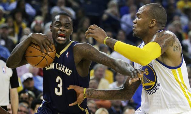 New Orleans Pelicans' Anthony Morrow (3) drives the ball against Golden State Warriors' Marreese Speights, right, during the first half of an NBA basketball game Tuesday, Dec. 17, 2013, in Oakland, Calif. (AP Photo/Ben Margot)