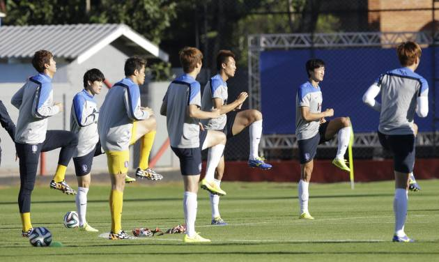 South Korea's national soccer team players stretch during a training session of South Korea in Foz do Iguacu, Brazil, Thursday, June 19, 2014. South Korea play in group H of the 2014 soccer World Cup. (AP Photo/Lee Jin-man)